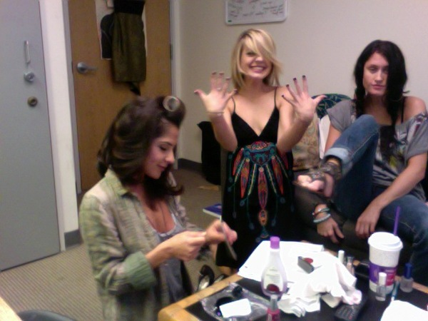Kirsten Storms and Kelly Monaco go girly and did their nails